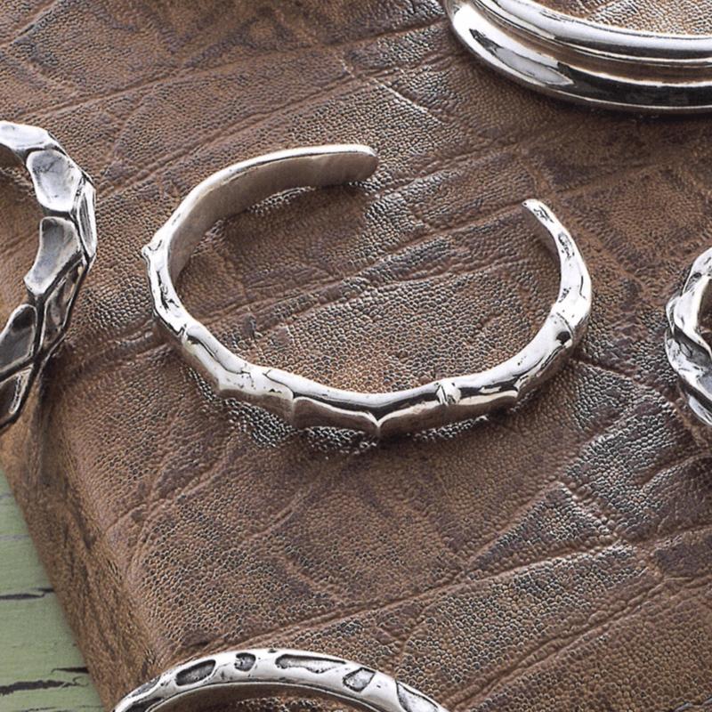 Sculptural Designs for Wrist Jewellery